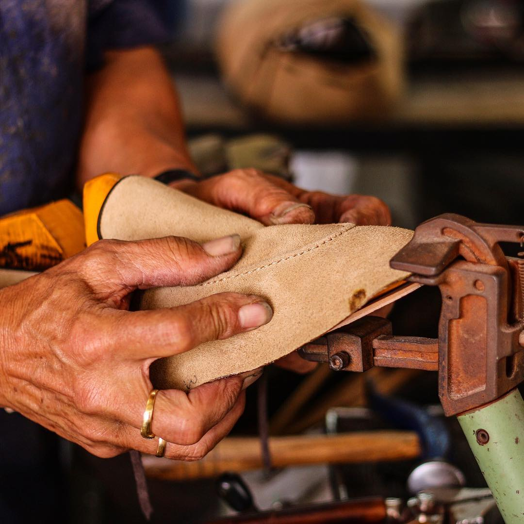 Handcrafting a pair of Dalbiondo bespoke shoes