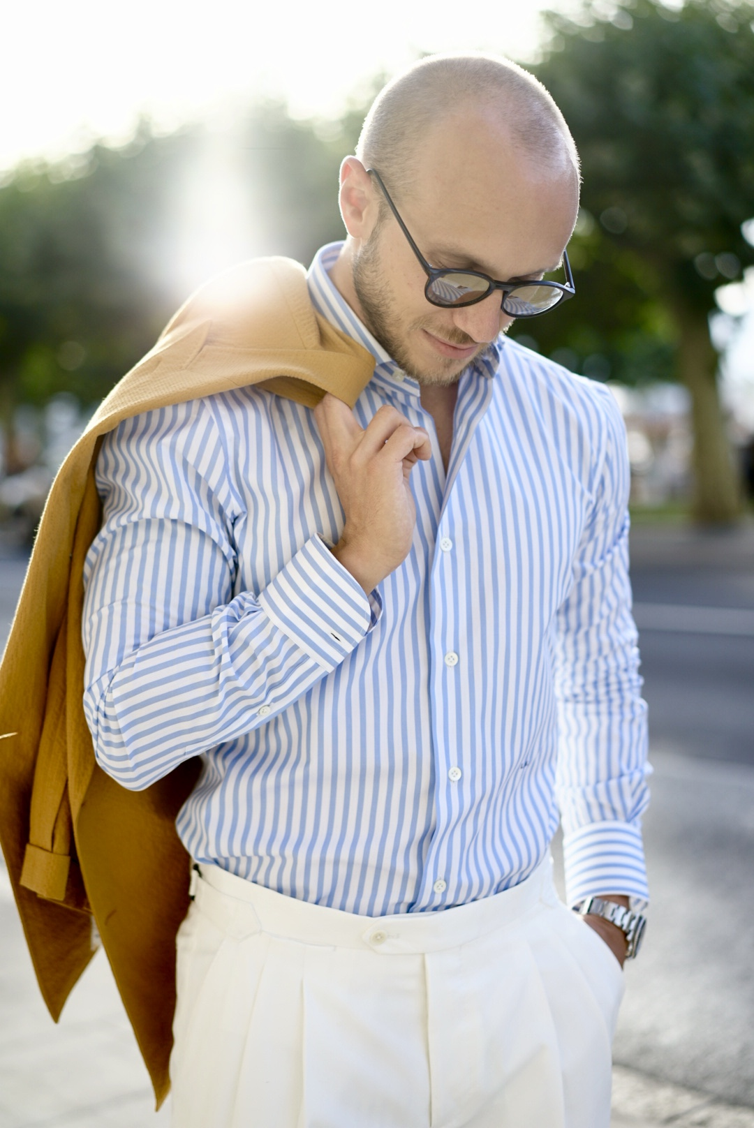Man with a Dalbiondo cotton shirt, jacket and trousers